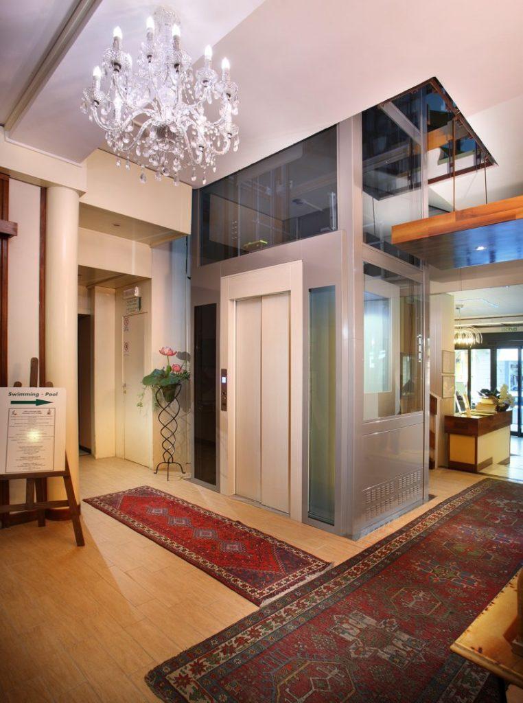 ampio ascensore